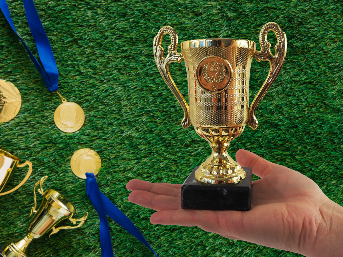 Trophy with handle and marble stand - gold
